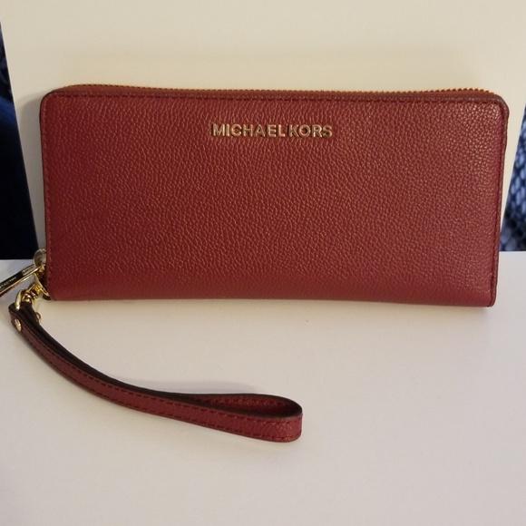 11e6503ec42 Michael Kors Bags | Jet Set Travel Wallet Clutch | Poshmark